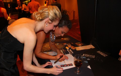 photobooth-girls-signing